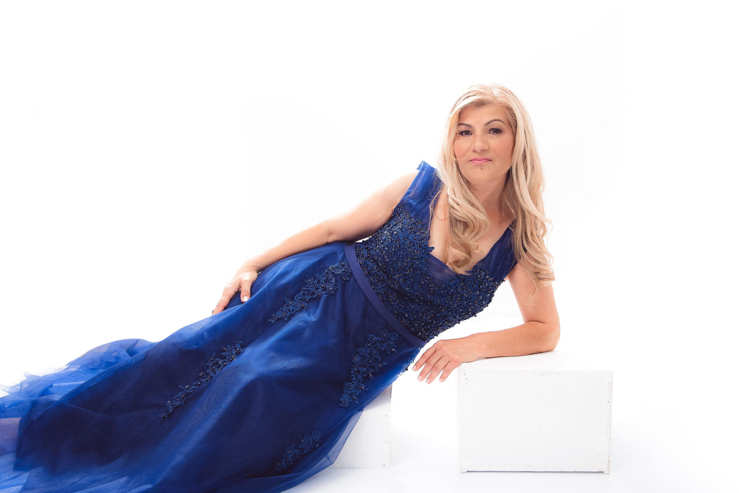 Cindy Zdenka – Fabulous40Plus Portrait Special